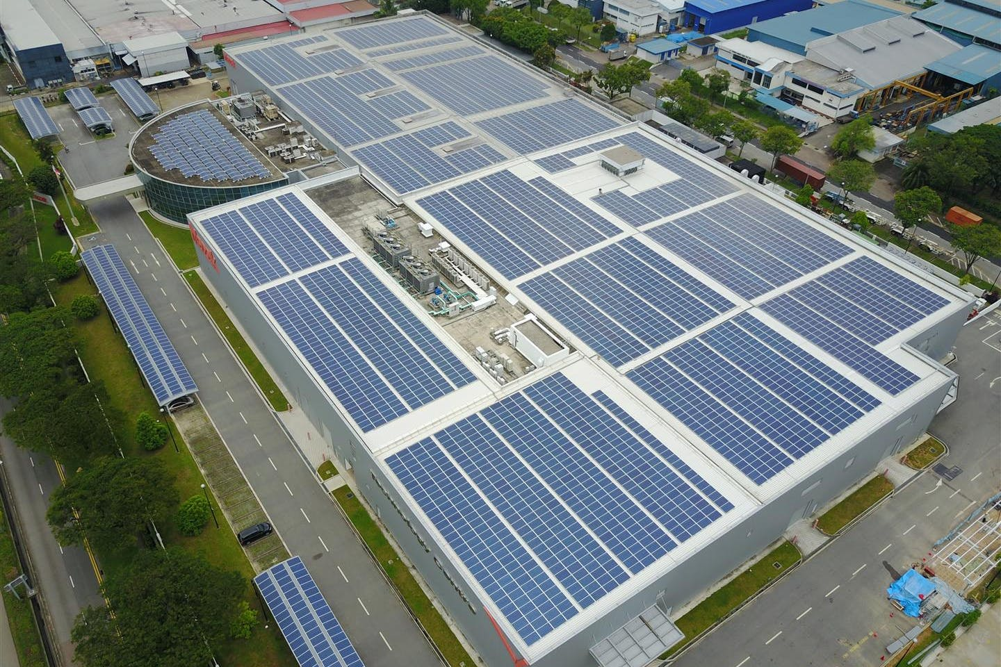 Yamazaki Mazak and Cleantech Solar celebrate the commissioning of brand-new 1.6MWp rooftop solar PV system