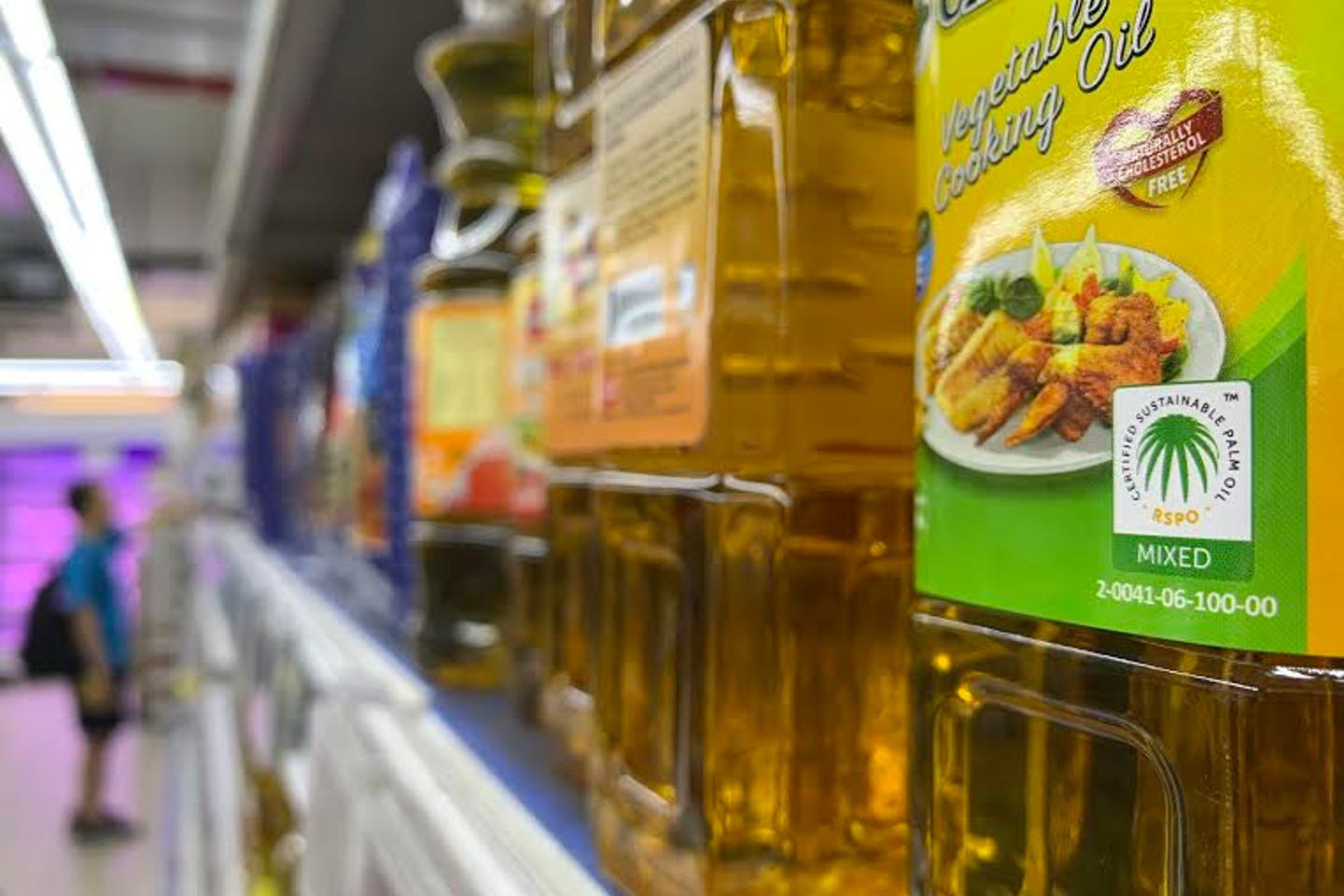 The RSPO logo on Cabbage brand vegetable oil in NTUC Fairprice supermarket in Singapore.
