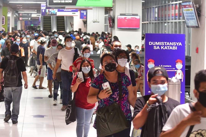Filipino commuters during Covid. Image: Commuters of Metro Manila