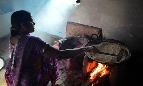 Delhi's poor return to dirty fuel in Covid-19 lockdown