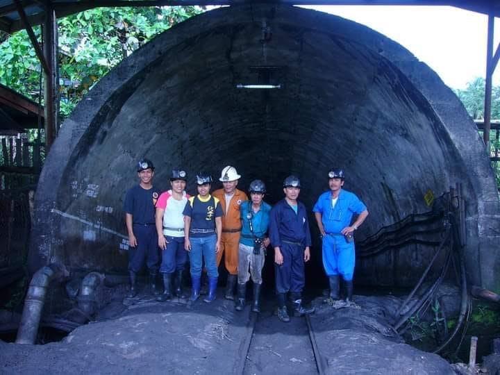 coal miners malangas coal shaft