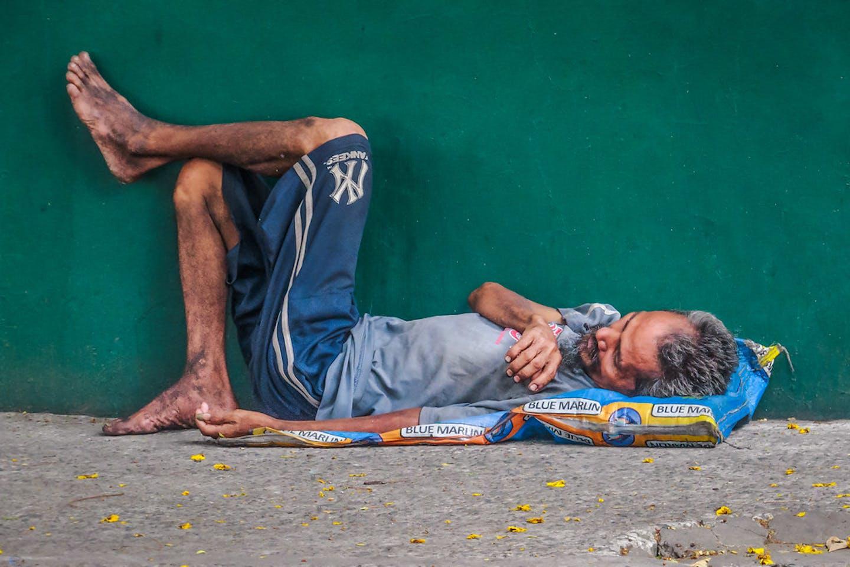homeless man manila