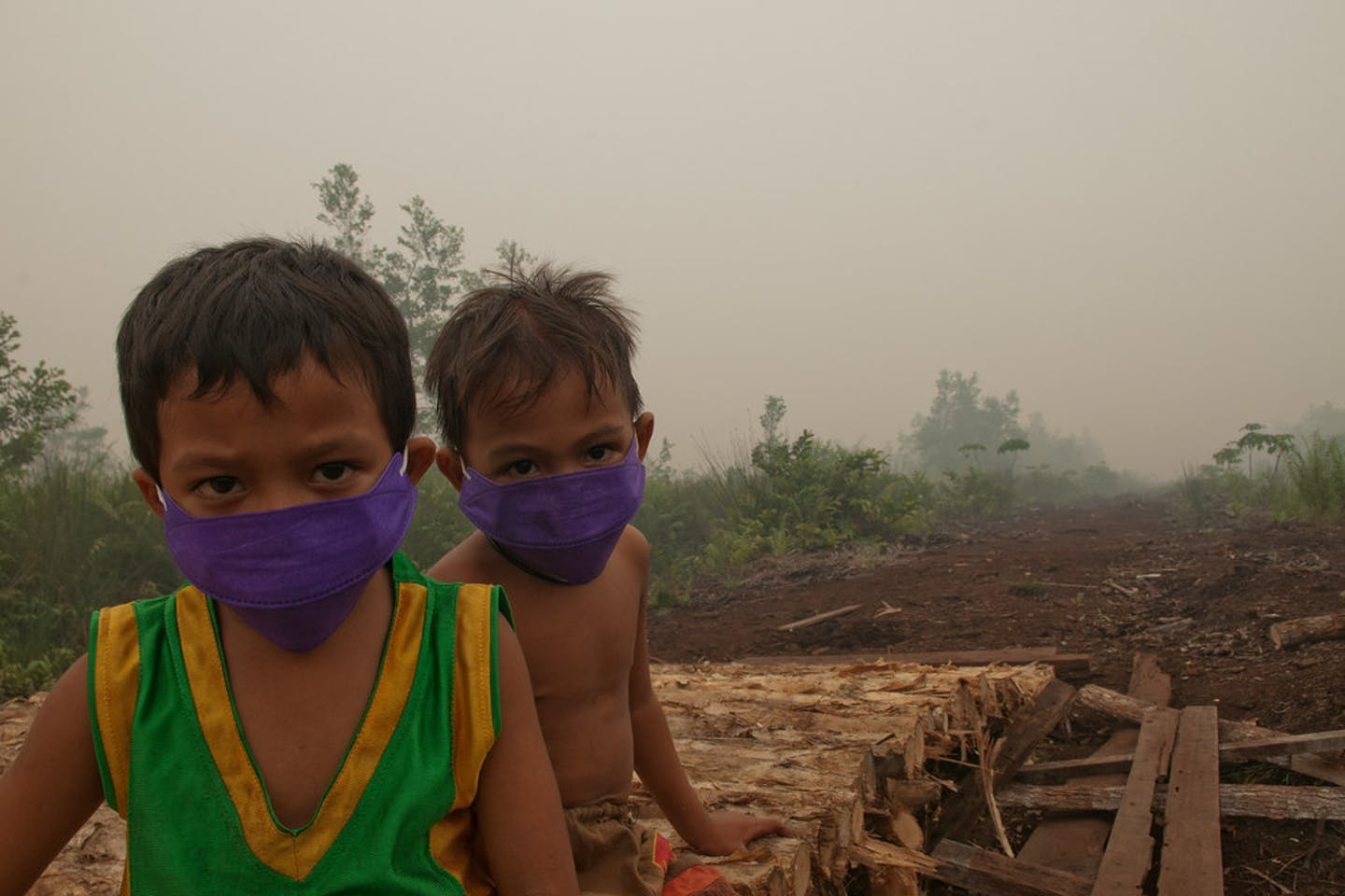 children masks air pollution indonesia