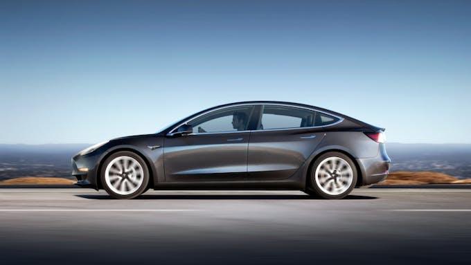 Tesla Model 3 x