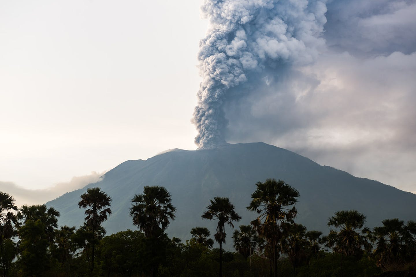 mt agung eruption indonesia