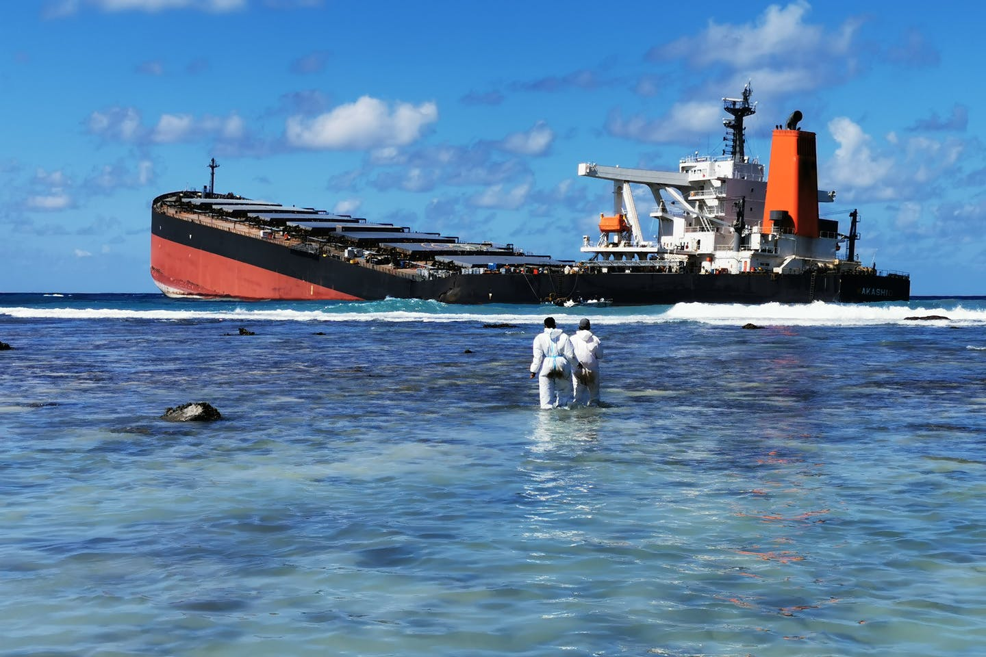IMO helping out Mauritius oil spill