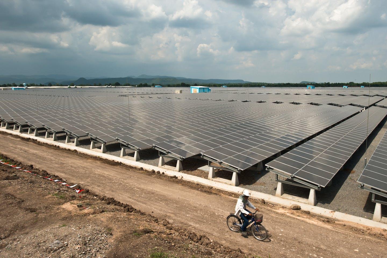 Solar farm, Thailand, intermittency challenges