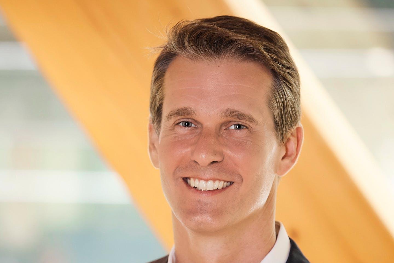 Andrew Charlton, Accenture
