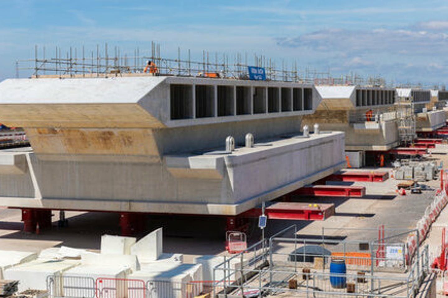 Six tunnel heads, each weighing 4,650 tonnes, will be lifted into position at Hinkley Point