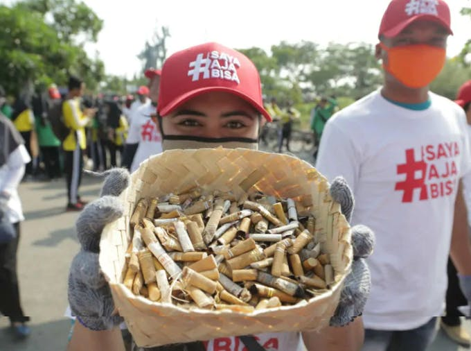 Philip Morris deployed 3,300 staff to clean up streets, beaches, and parks for World Cleanup Day. Image: PMI