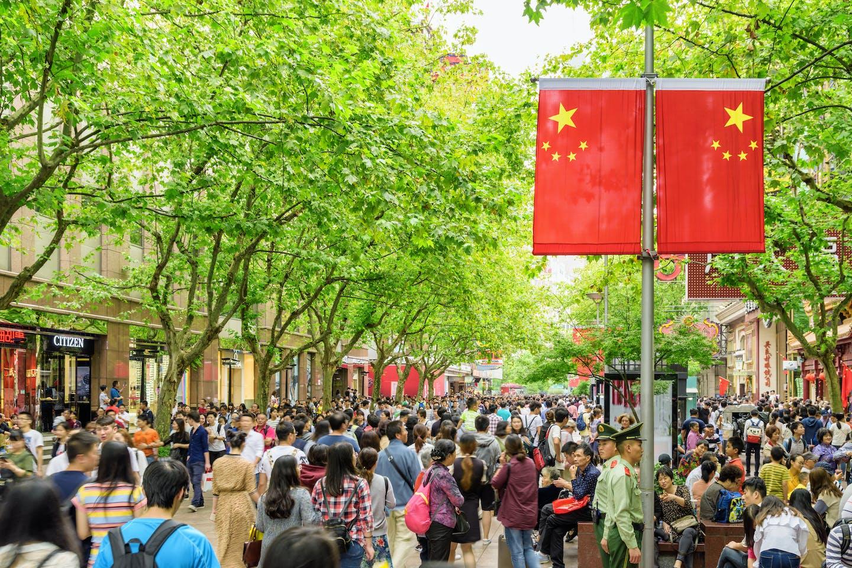 pedestrians crowd nanjing road shanghai china