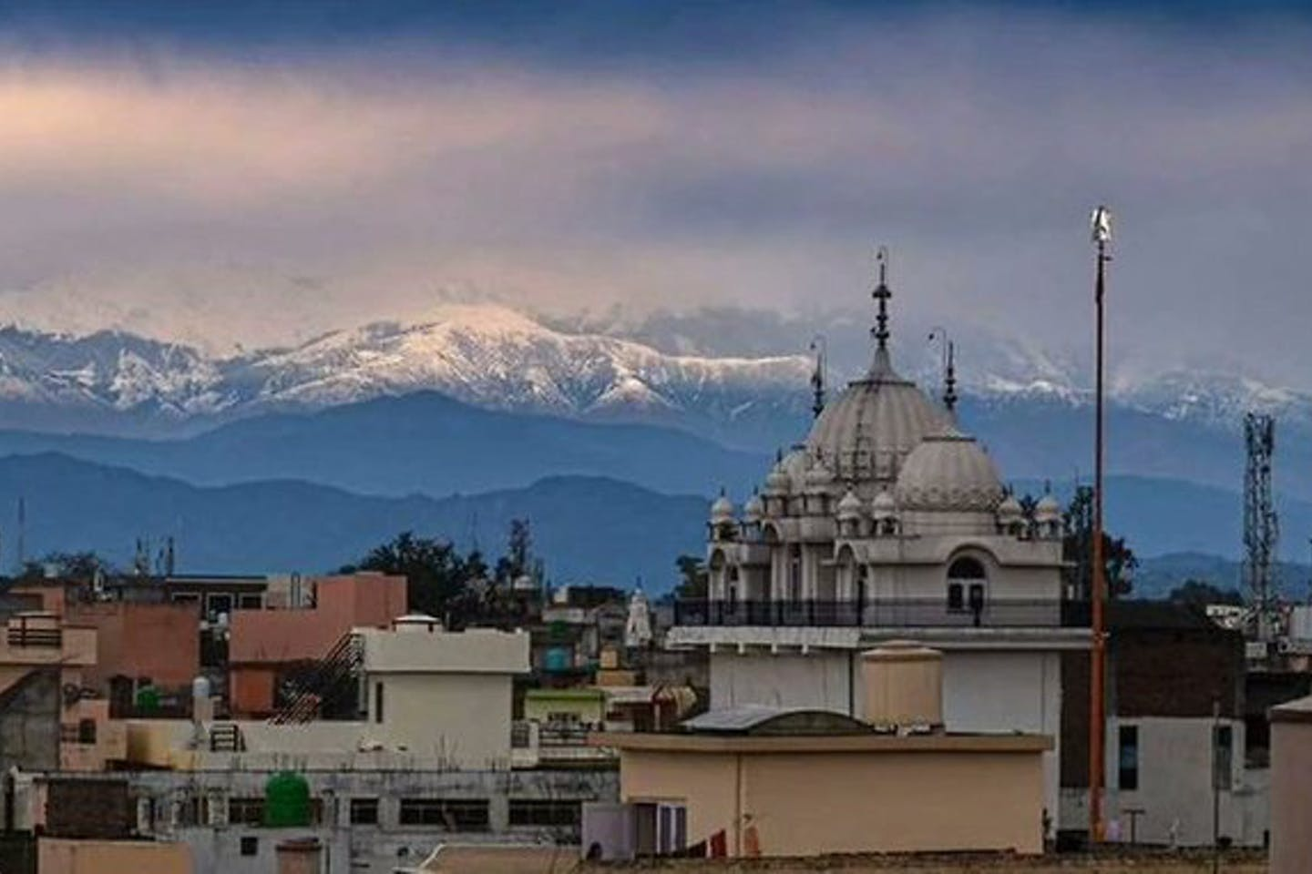 Now some residents in northern India say they can see the snow-capped Himalayas 200 kilometres away for the first time in 30 years.