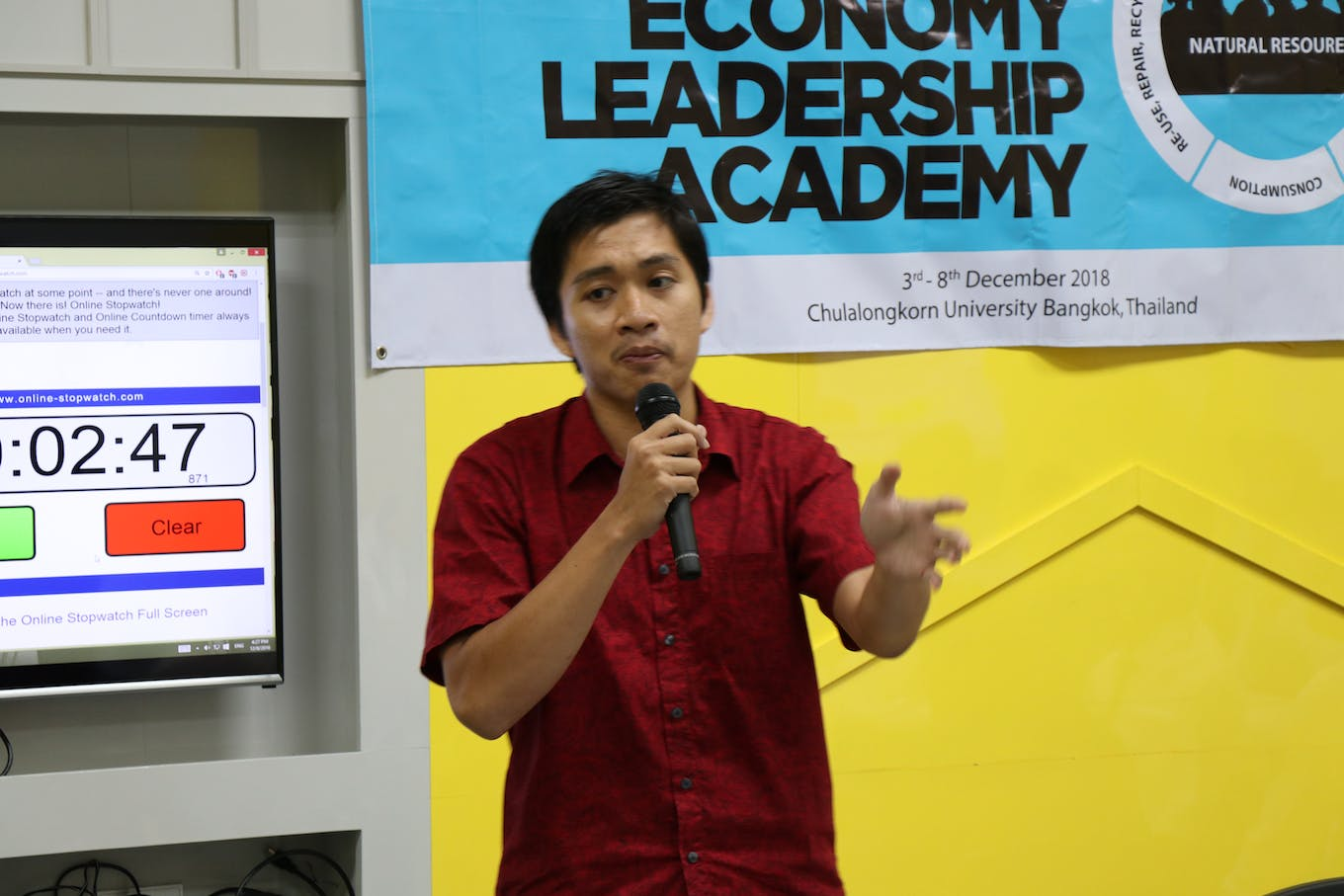 Muchtazar talking at the Asian Circular Economy Leadership Academy in 2018