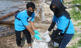 Furloughed Indonesian tourism workers hired to clean beaches