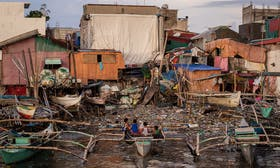 Manila's informal settlers face relocation to give way to massive bay clean up