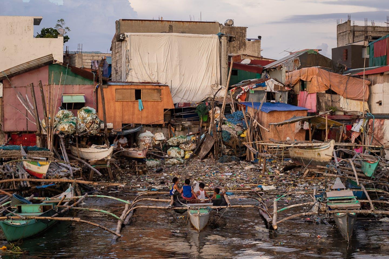 manila bay with boats