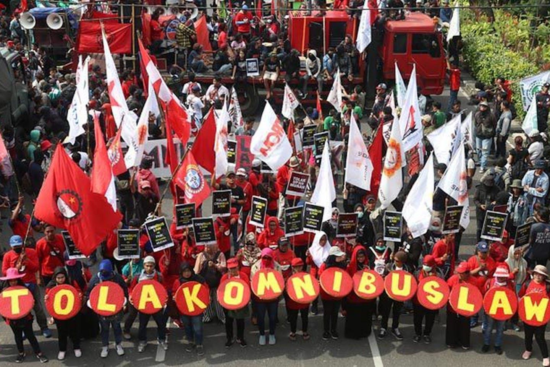 omnibus law protest