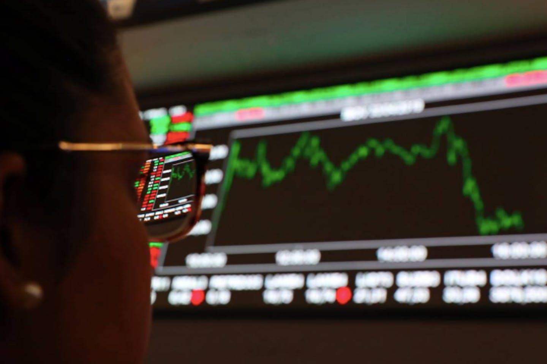 woman investor stocks