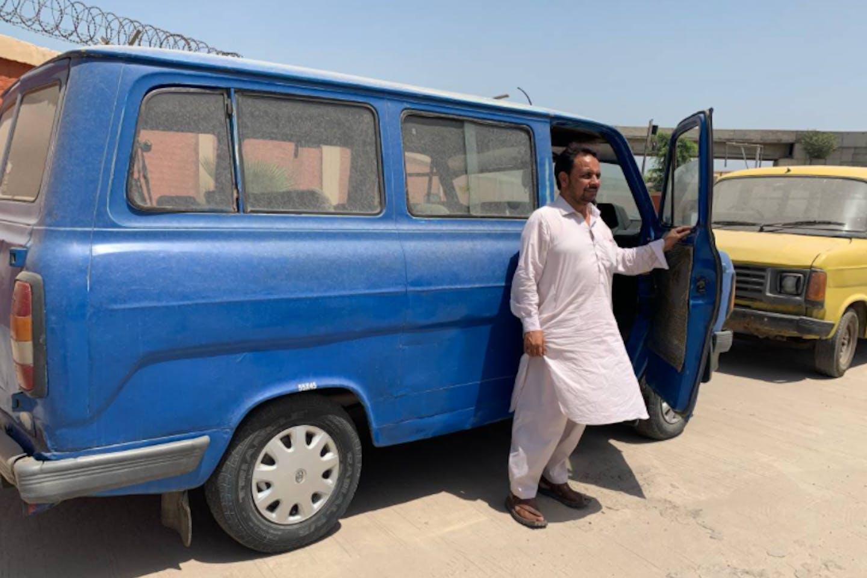 polluting bus pakistan