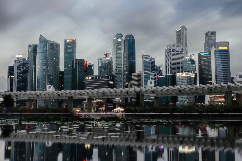 overcast singapore skyline shounen21 on unsplash