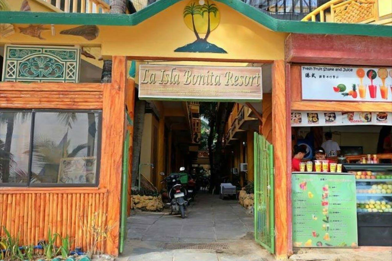 La Isla Bonita beach resort boracay