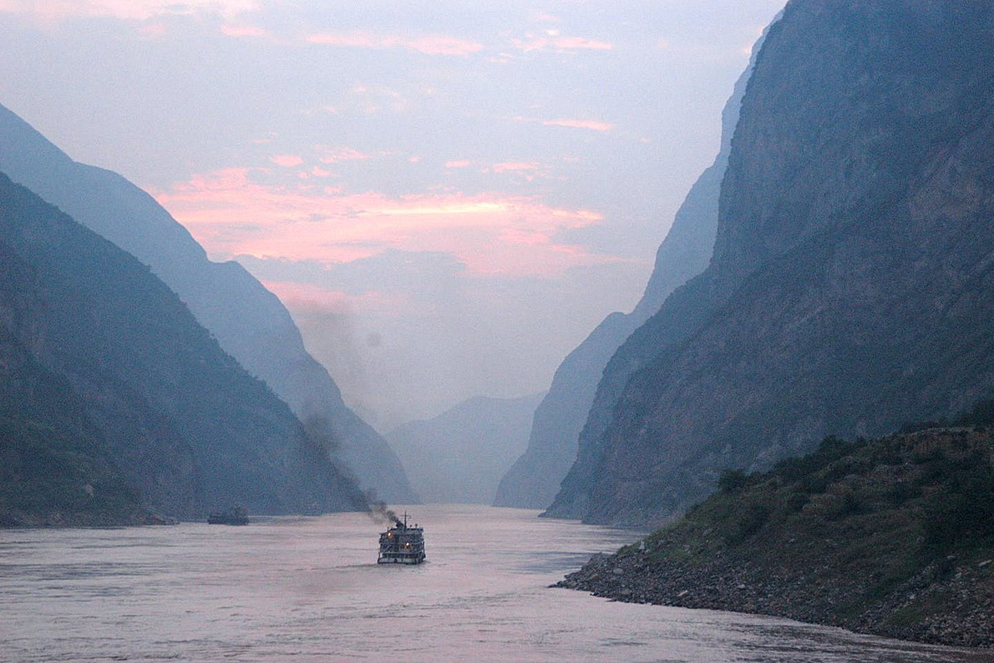yangtze river at dusk
