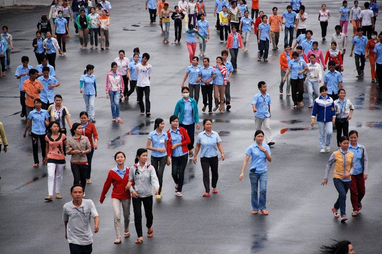 vietnam factory workers