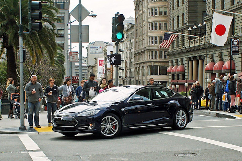 Tesla S in Cali