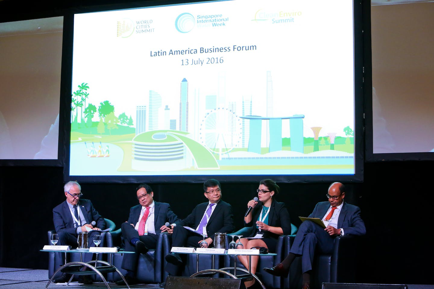 Discussions in progress at the Latin America Business Forum at Singapore International Water Week 2016. Image: SIWW
