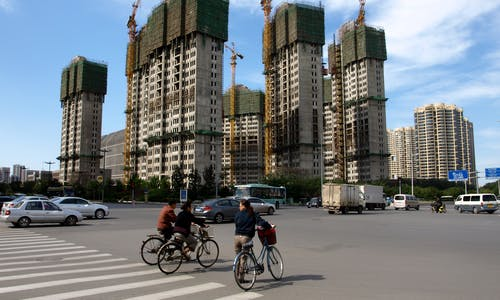 Building and living differently in cities