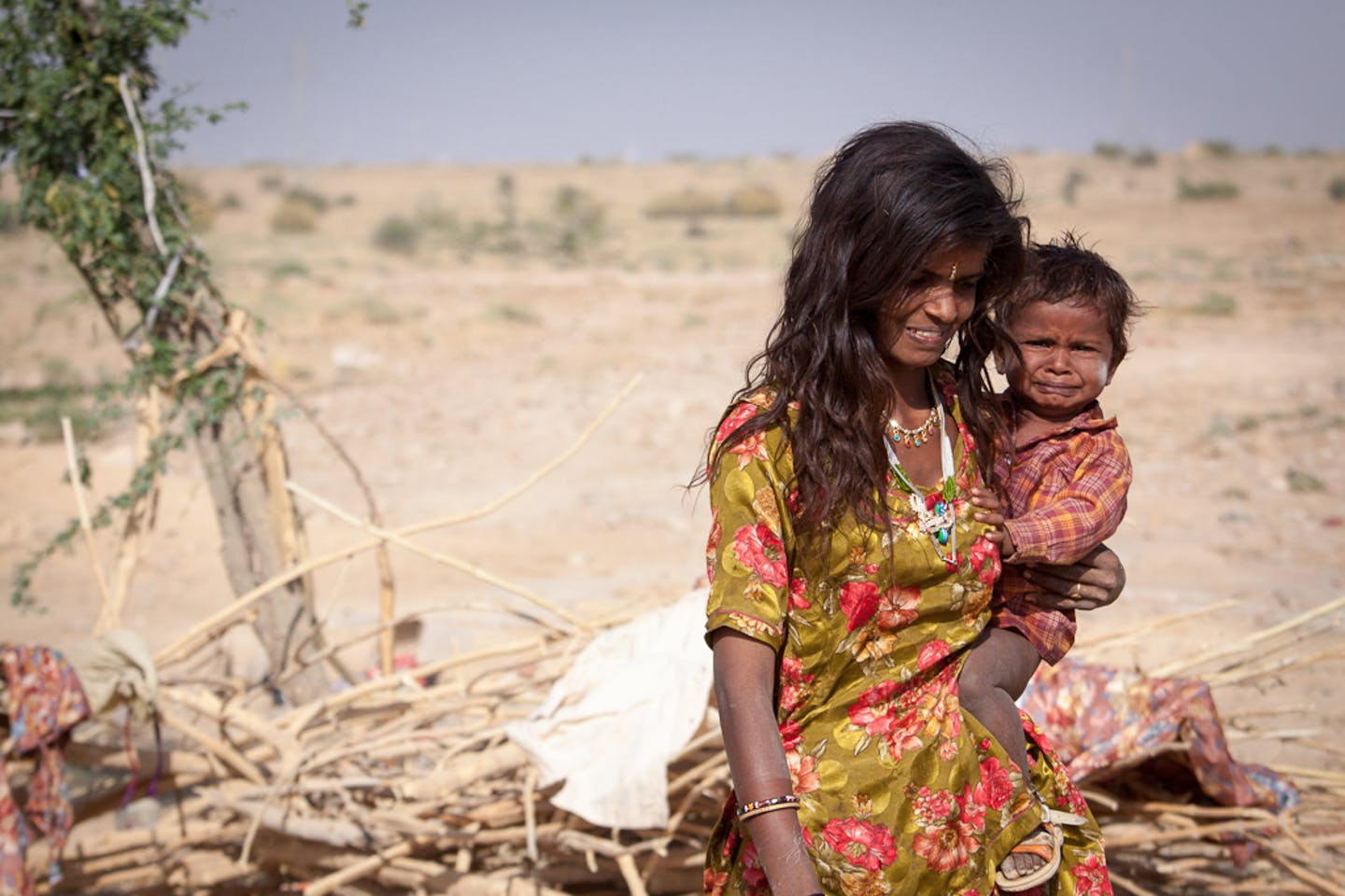 Mother and child in the Thar desert, India