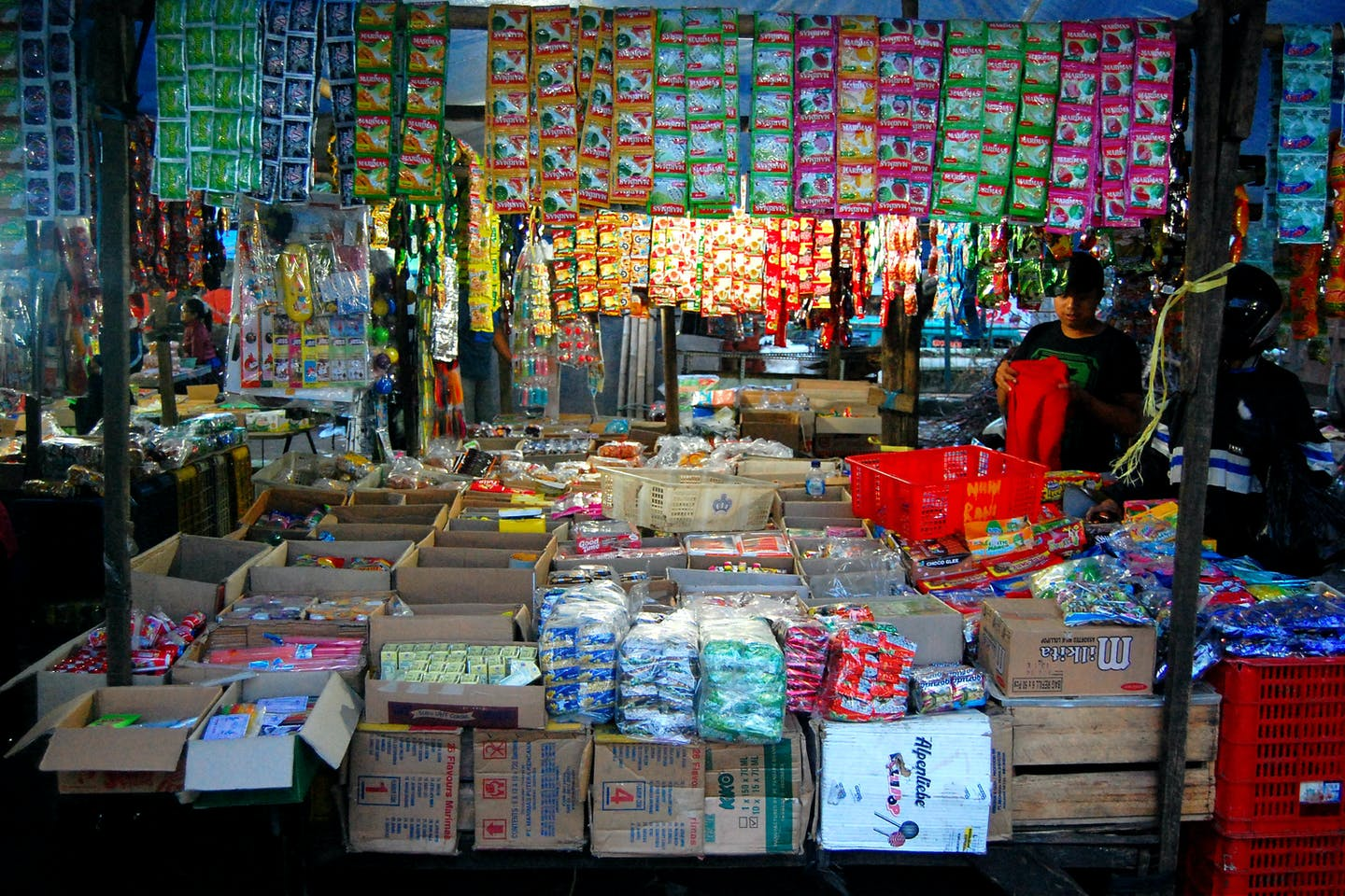 A provision store in Bandung with many plastic sachets