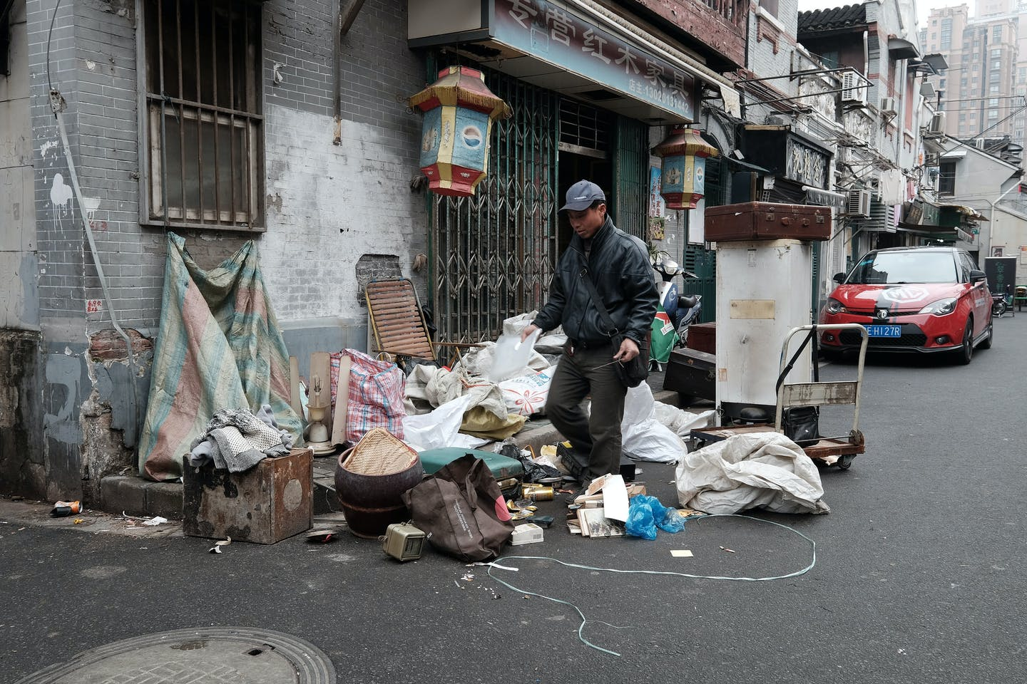 Rubbish picker collects trash in China