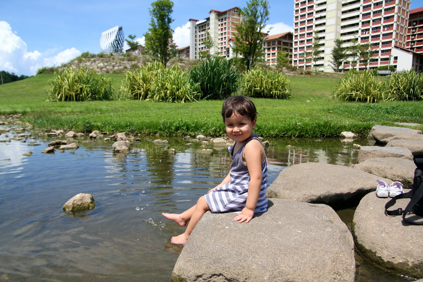 Baby of unspecified gender cools off in Bishan Park
