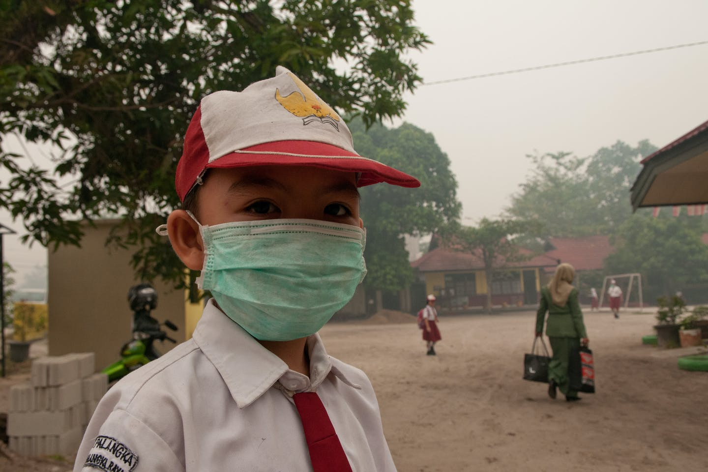 student wears mask during 2015 haze