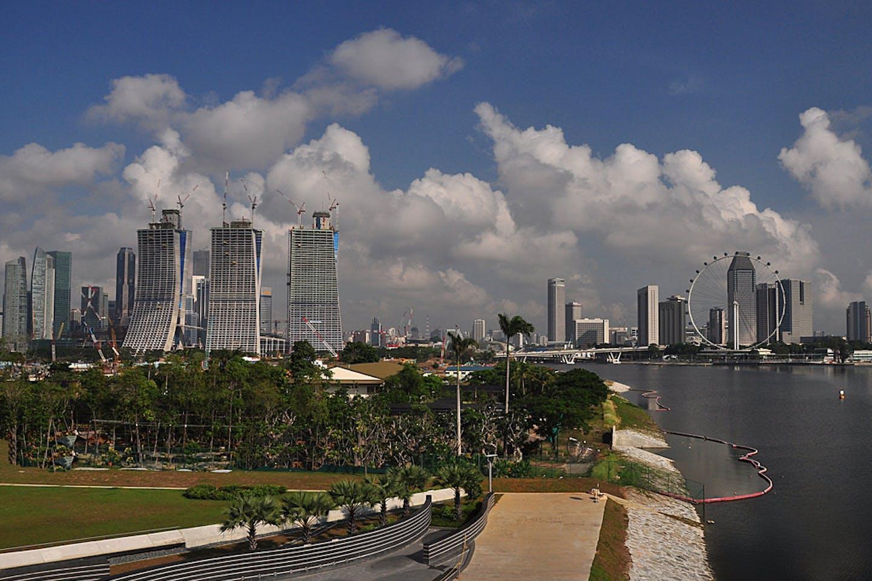 Photo of the Singapore bay skyline