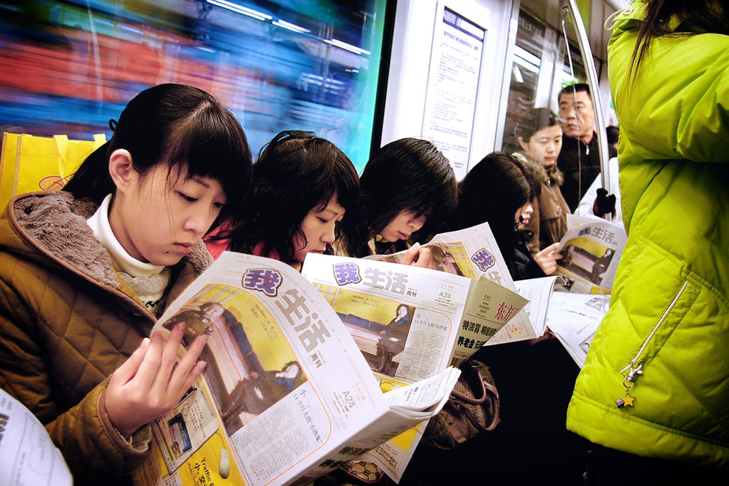 Chinese commuters catch up on news in metro