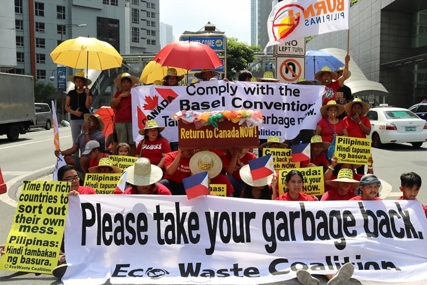 canada trash protests outside embassy in the philippines
