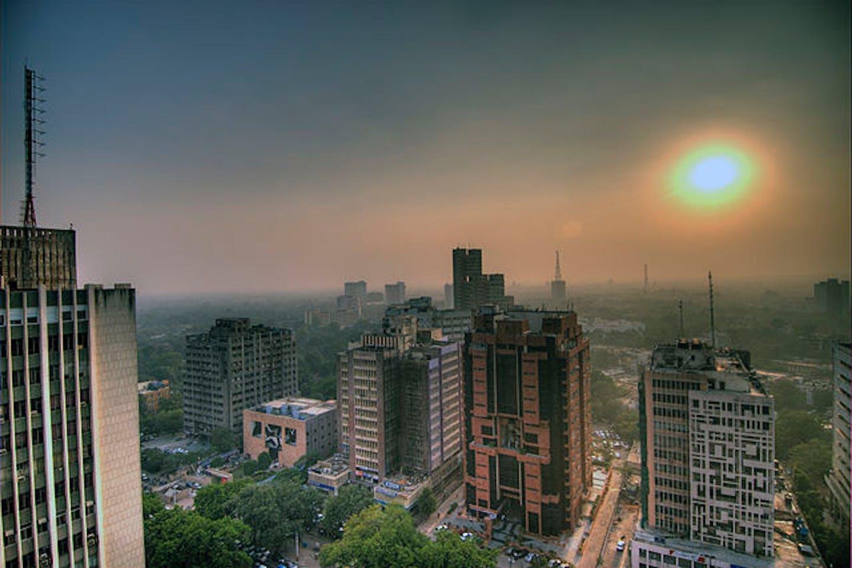 Smog in Delhi skies