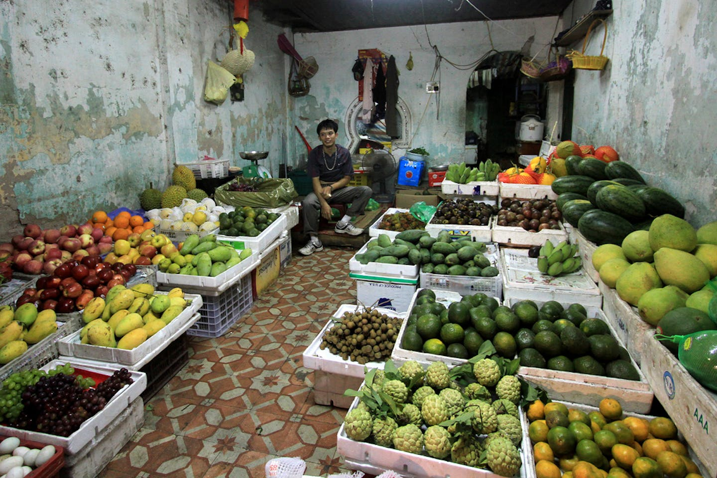 hanoi fruits and vegetable stand