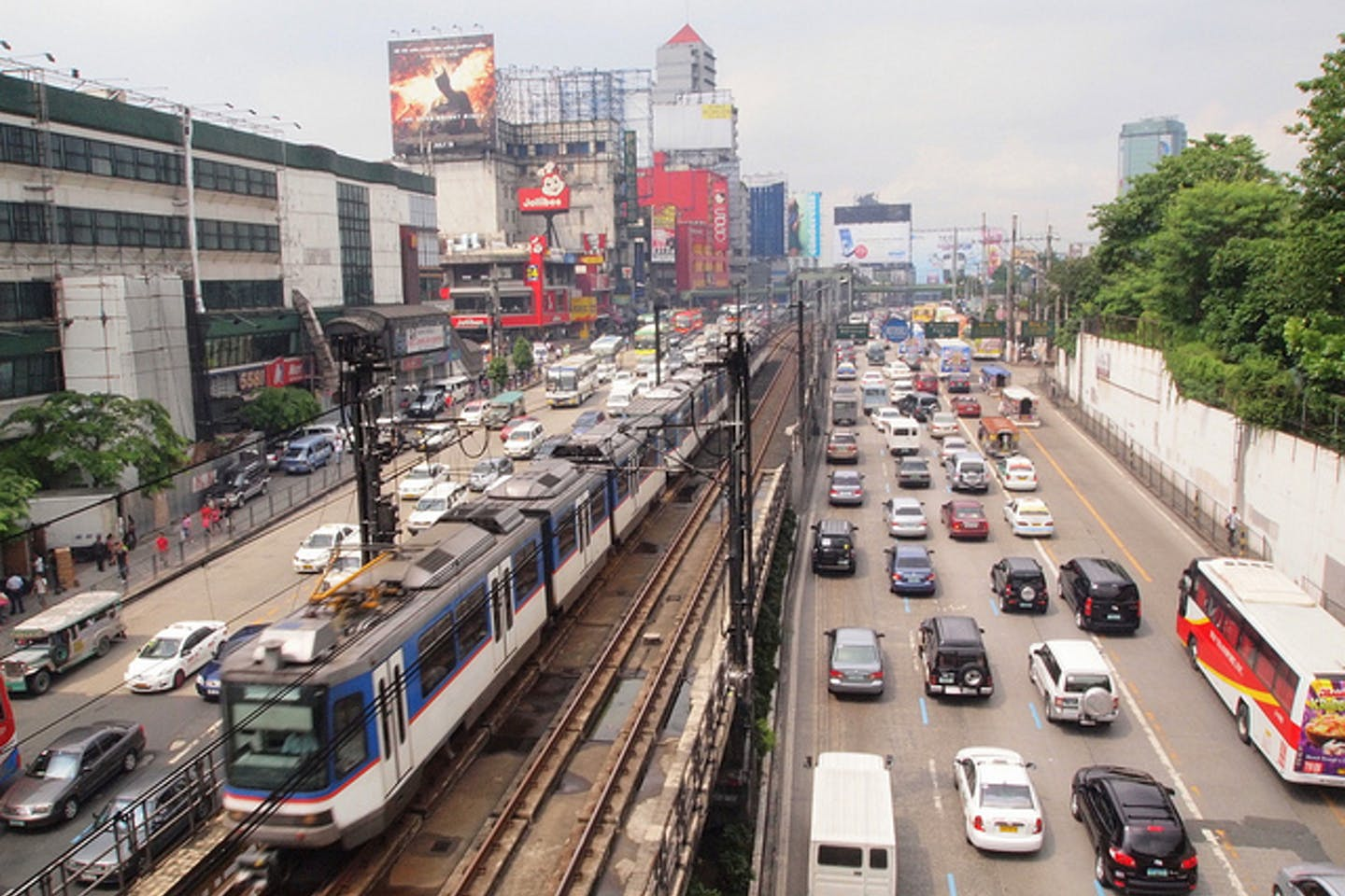heavy traffic in edsa manila
