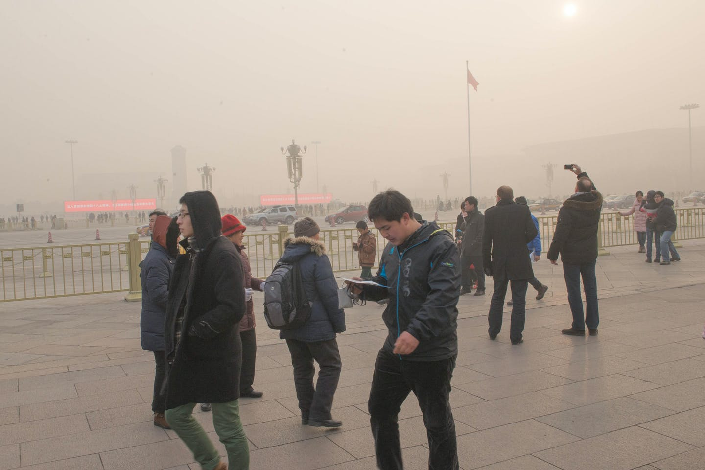 Tian en Men square in thick smog