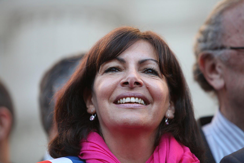 Anne Hidalgo smiles