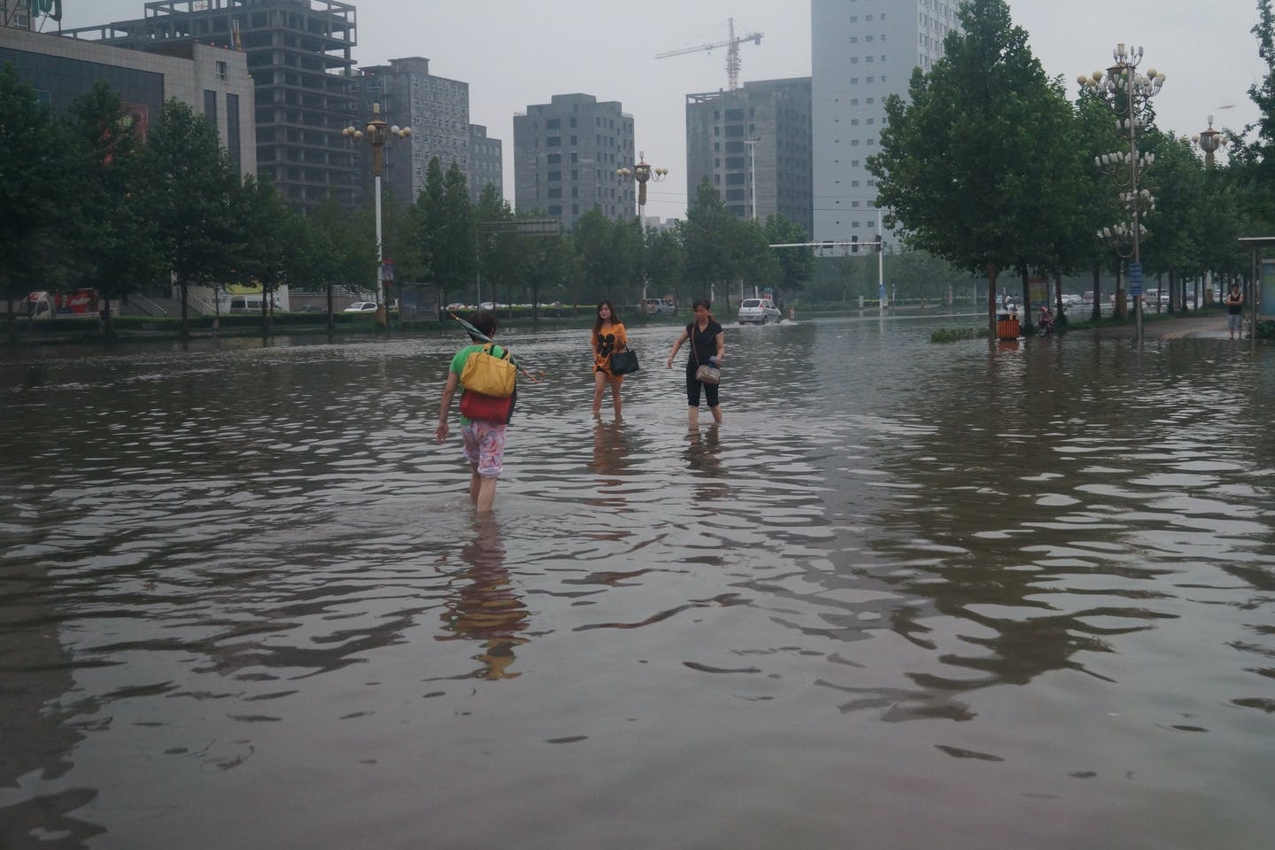 china floodwaters wading