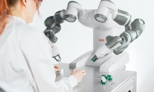 Industry 4.0: When humans and robots go hand in hand