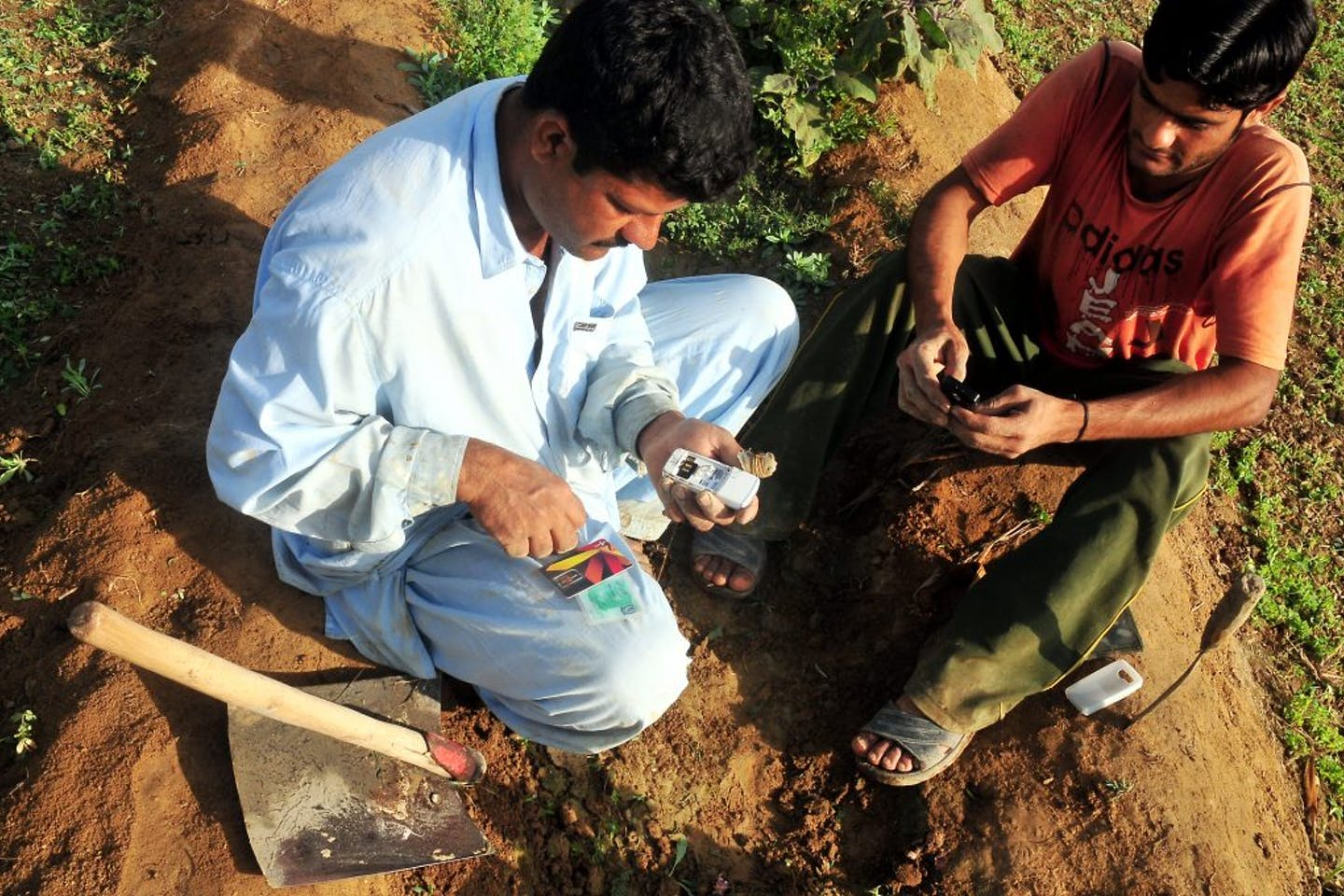 Farmers in Pakistan use sms to warn of water