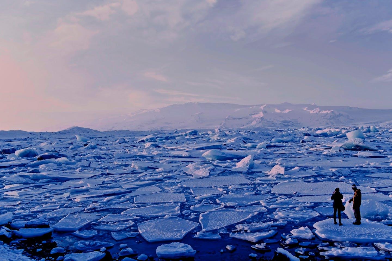 iceland cracks