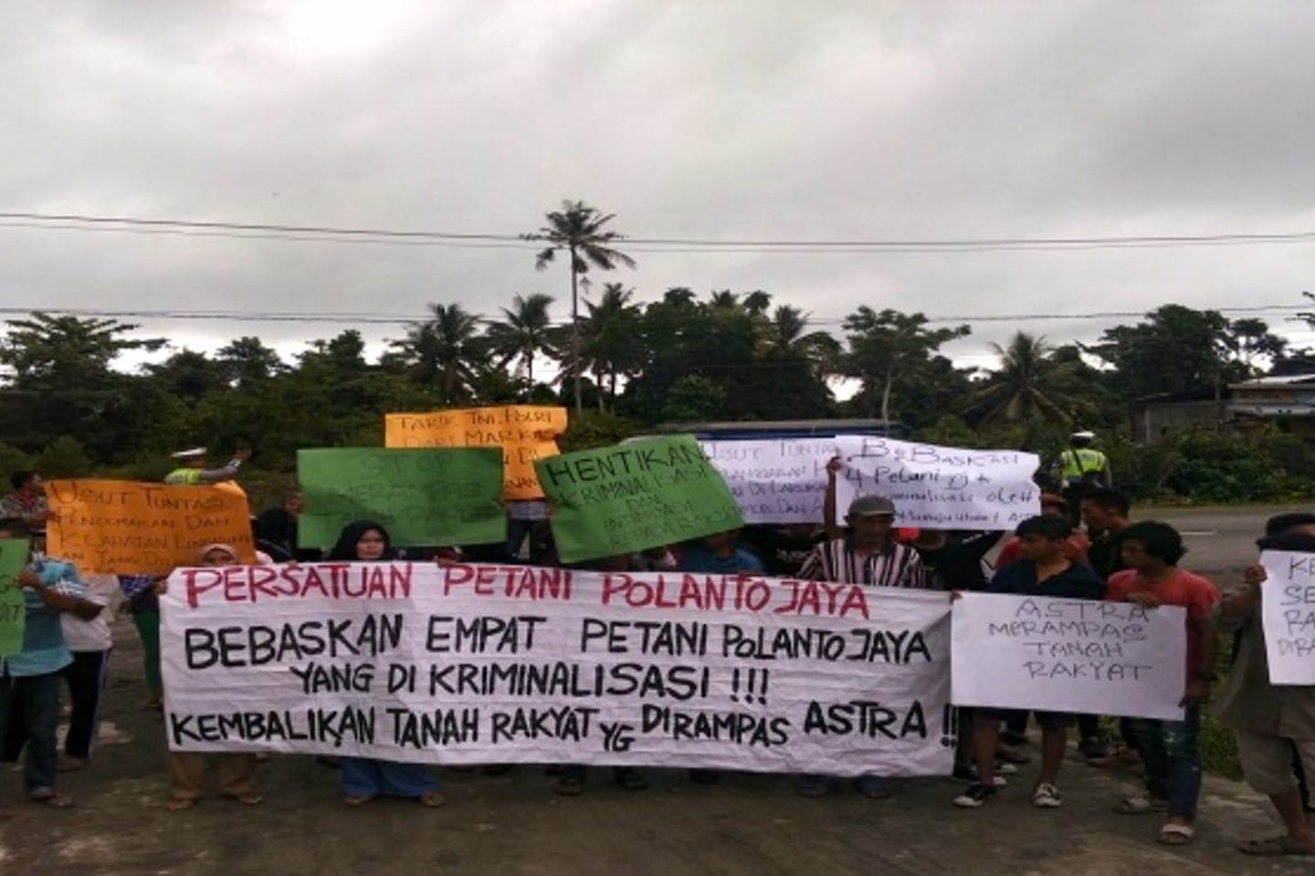 protests in indonesia by wallhi