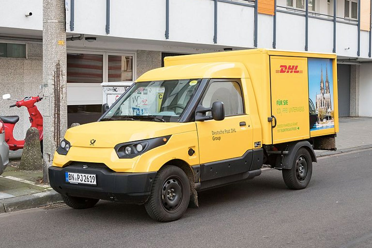 DHL electric delivery vehicle2
