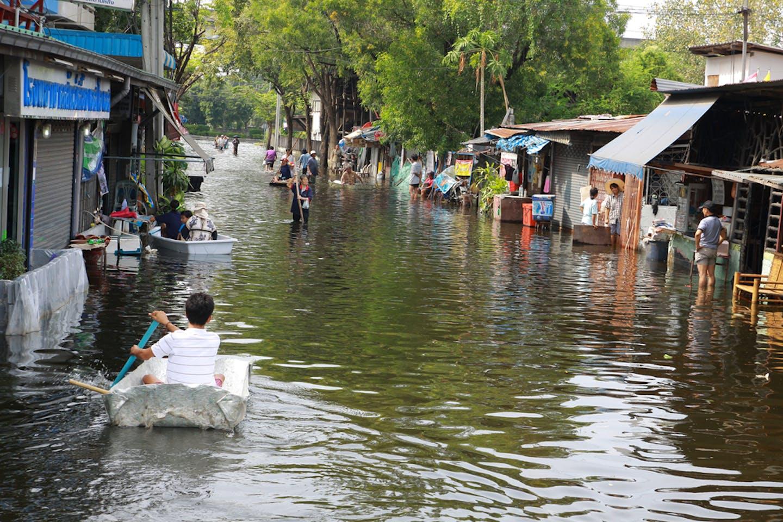 Bangkok floods boat